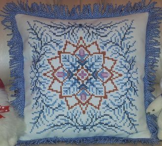 Photo cross-stitch pillows 'Christmas snowflake', the scheme of which is created by the program 'Bead-n-Stitch'.