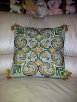 Photo of cross-stitch pillows ornament 'Ytochi', created by the program 'Bead-n-Stitch'.
